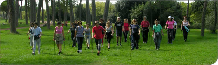 Pratica il nordic Walking con istruttori qualificati dall'International nordic Walking Organization